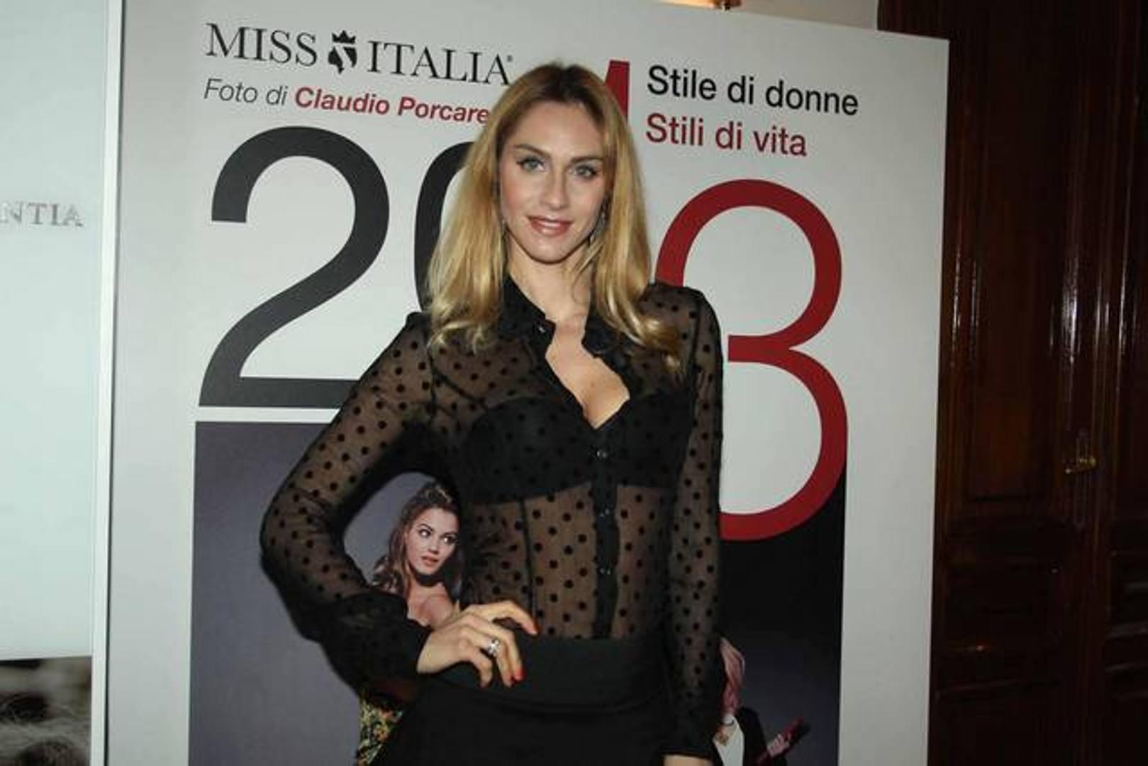 Elena Ossola Calendario.La Bionda Che Ha Stregato Candreva La Gazzetta Dello Sport